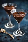 Espresso-Martini-Mousse im Stielglas