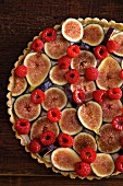 Fig and raspberry tart (close up)