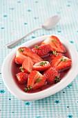 Erdbeeren in Balsamicoessig mit Thymian