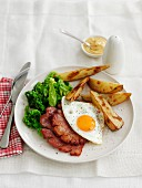 Potato wedges with fried egg and fried ham