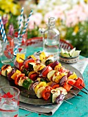 Gemüsespiesschen mit Haloumi, Knoblauch und Chilischoten