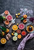 Orange, Blutorange, Grapefruit, Limette, Zitrone, Clementine, Kumquat und Ingwer mit Saft und Presse