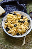 Spaghetti with roasted cauliflower and black olives
