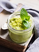 Vegan avocado mousse with lime