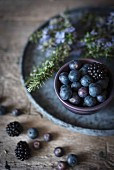 Blueberries and blackberries in a bowl