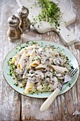 Penne with mushroom sauce and thyme
