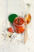 Tomato sauce with garlic, capers and black olives
