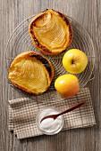 Tartelette fine aux pommes (mini apple tarts, France)