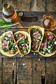 Tacos mit Steak, Bärlauch, Feta und Salsa