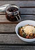 Buchweizen-Rotwein-Risotto mit Parmesan