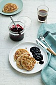 Banana and walnut pancakes with blueberry sauce (low carb)