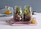 Linsensalat mit Salbei und Birne im Glas