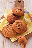 Spelt bread rolls with raisins