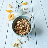 Macadamia muesli with white chocolate
