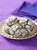 Chocolate fudge crackle cookies