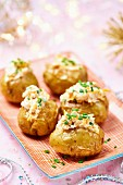 Kleine Baked Potatoes mit Schnittlauchröllchen zu Weihnachten