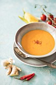 Tomato and mango soup with ginger