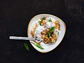 Fattenh-Hummus (yoghurt with chickpeas, Lebanon)