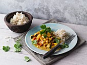 Asian coconut curry with tempeh and peanuts