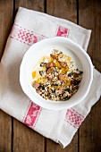 Crunchy muesli with yoghurt and honey
