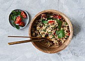 Quinoa and parsley salad with tomatoes