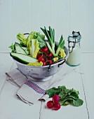 Frisches Gemüse im Fussseiher