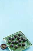 Spirulina balls with almonds and dates