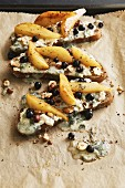 Open sandwiches on rye bread with gorgonzola, caramelised pear wedges and blackcurrants