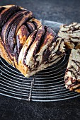 Babka (yeast cake with banana and chocolate)