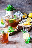 Iced tea with mint and lemon slices
