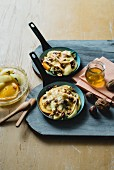 Raclette with apples, pears, honey and nuts