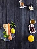 Möhre, Pastinake, Zitrone, Mandelstifte, getrocknete Cranberries und Orange