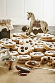 Linzer biscuits: Christmas biscuits filled with jam