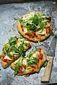 Green pizza with artichokes and rocket