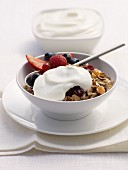 Muesli with yoghurt and berries