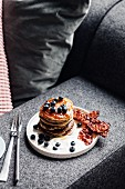 Pancakes with bacon and blueberries (USA)