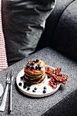 Pancakes mit Bacon und Heidelbeeren (USA)