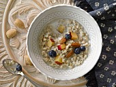 Porridge oats with almonds and fruits