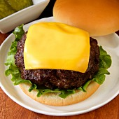 Cheeseburger with lettuce