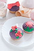 Cupcakes with colourful fondant decorations