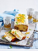 Madeira Cake (Biskuitkuchen, England) mit Orangen, Rosinen und Cremefrosting