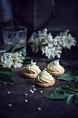 Orange biscuits with elderberry cream (vegan)