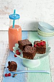 Strawberry and almond smoothie, with red currant, cocoa, and nut cake