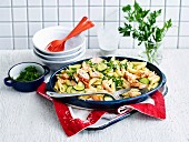 Speedy penne with zucchini and salmon