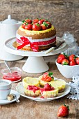 Vanilla cheesecakes with strawberries