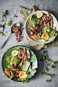 Geflügelsalat mit Avocado und Getreide