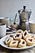Spitzbuben (Butterplätzchen mit Marmelade) zum Kaffee