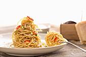 A twisted pile of spaghetti aglio olio con peperconcine