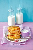 Pancakes with honey and yogurt