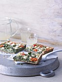 Spinach and sheep's cheese quiche with tomatoes